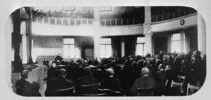 Titre original :  Sir Wilfrid Laurier addressing the Members of the House of Commons, Victoria Museum.