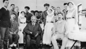 Original title:  (World War I - 1914 - 1918) Sir Robert Borden visiting a Canadian Hospital.