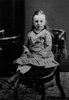 Titre original :  Lucy Maud Montgomery age 6, ca.1880. Cavendish, P.E.I. Courtesy of L. M. Montgomery Collection, Archival & Special Collections, University of Guelph.
