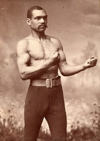 Titre original :    Description English: Old Chocolate George Godfrey, notorious canadian boxer. Português: Old Chcolate George Godfrey, lendário pugilista canadense. Date Antes 1923 Source http://www.be-hold.com/content/Boxers/images/040.jpg Author Desconhecido