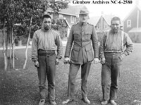 Titre original :    Description English: Sinnisiak (left), Inspector Denny LaNauze (centre), Uloqsaq (right). Public domainPublic domainfalsefalse This Canadian work is in the public domain in Canada because its copyright has expired due to one of the following: 1. it was subject to Crown copyright and was first published more than 50 years ago, or it was not subject to Crown copyright, and 2. it is a photograph that was created prior to January 1, 1949, or 3. the creator died more than 50 years ago. Česky | Deutsch | English | Español | Suomi | Français | Italiano | Македонски | Português | +/− Date August 1917 Source http://ww2.glenbow.org/search/archivesPhotosResults.aspx?AC=GET_RECORD&XC=/search/archivesPhotosResults.aspx&BU=&TN=IMAGEBAN&SN=AUTO28283&SE=1755&RN=0&MR=10&TR=0&TX=1000&ES=0&CS=0&XP=&RF=WebResults&EF=&DF=WebResultsDetails&RL=0&EL=0&DL=0&NP=255&ID=&MF=WPEngMsg.ini&MQ=&TI=0&DT=&ST=0&I