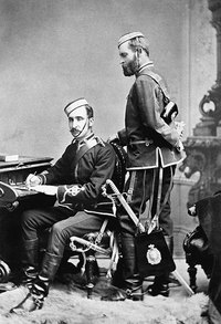 Titre original :  Colonel James Farquharson Macleod and Captain Edmund Dalrymple Clark of the Royal North-west Mounted Police in the late-1870s.