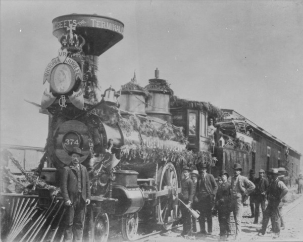 Titre original :  MIKAN 3402637 MIKAN 3402637: First C.P.R. (Canadian Pacific Railway) locomotive to reach Vancouver, B.C. [146 KB, 1000 X 799]